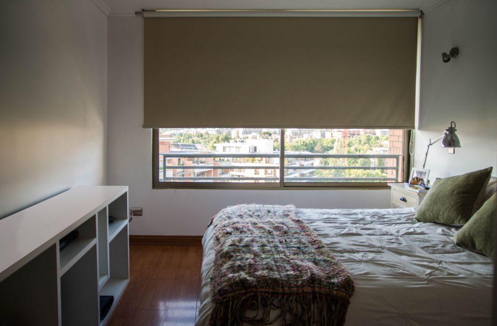Cortinas roller para dormitorio molyneuxmolyneux for Cortinas grises para dormitorio
